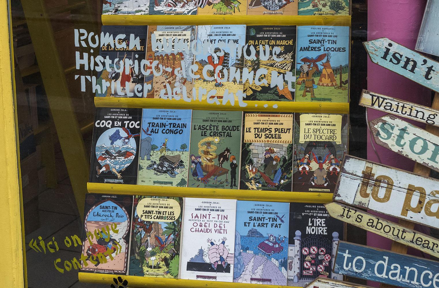 Naturligtvis erbjuder ett antikvariat en uppsjö Tintin-publikationer. Olympus OM-D E-M1 II, Zuiko 25 mm 1,2, 1/320 sec, bländare 5,0 800 Asa.